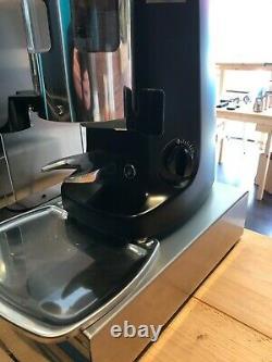 2 Groupe Espresso Machine Bundle Avec Grinder, Accessoires Et Emballage- Presque Nouveau