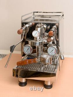 Machine À Café Expresso Avec Tête De Groupe E61 Et De La Pompe À Palettes Rotatives
